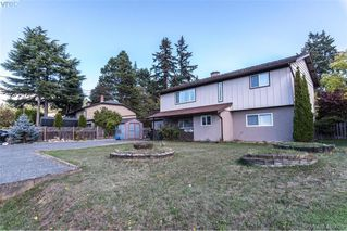 Photo 2: 2271 Moyes Road in VICTORIA: La Thetis Heights Single Family Detached for sale (Langford)  : MLS®# 400629