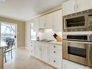 Photo 4: 14 881 Nicholson Street in VICTORIA: SE High Quadra Row/Townhouse for sale (Saanich East)  : MLS®# 406179