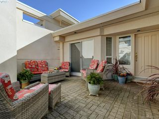 Photo 1: 14 881 Nicholson Street in VICTORIA: SE High Quadra Row/Townhouse for sale (Saanich East)  : MLS®# 406179