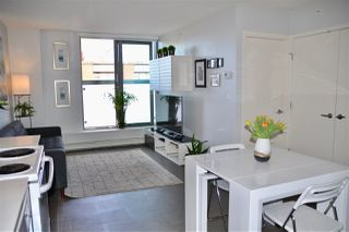 "Photo 6: 809 66 W CORDOVA Street in Vancouver: Downtown VW Condo for sale in ""60 WEST CORDOVA"" (Vancouver West)  : MLS®# R2345288"