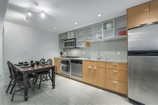 "Photo 7: 907 33 SMITHE Street in Vancouver: Yaletown Condo for sale in ""COOPERS LOOKOUT"" (Vancouver West)  : MLS®# R2348184"