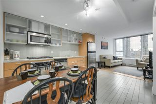 "Photo 2: 907 33 SMITHE Street in Vancouver: Yaletown Condo for sale in ""COOPERS LOOKOUT"" (Vancouver West)  : MLS®# R2348184"