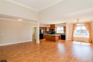 Photo 4: 406 5430 201 Street in Langley: Langley City Condo for sale : MLS®# R2356025