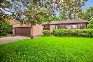 Photo 1: 34 Sanderling Place in Toronto: Banbury-Don Mills House (Bungalow-Raised) for sale (Toronto C13)  : MLS®# C4482488