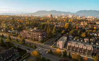 """Photo 2: 301 633 W KING EDWARD Avenue in Vancouver: Cambie Condo for sale in """"AMBER BY ARAGON"""" (Vancouver West)  : MLS®# R2384436"""