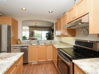 Photo 8: 20 127 Aldersmith Place in VICTORIA: VR Glentana Row/Townhouse for sale (View Royal)  : MLS®# 415501