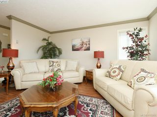 Photo 3: 20 127 Aldersmith Place in VICTORIA: VR Glentana Row/Townhouse for sale (View Royal)  : MLS®# 415501