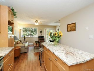 Photo 7: 20 127 Aldersmith Place in VICTORIA: VR Glentana Row/Townhouse for sale (View Royal)  : MLS®# 415501