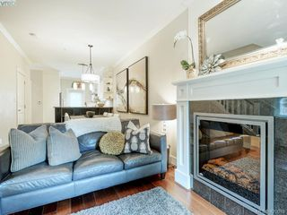 Photo 3: 14 675 Superior Street in VICTORIA: Vi James Bay Row/Townhouse for sale (Victoria)  : MLS®# 420018