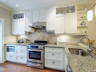 Photo 8: 14 675 Superior Street in VICTORIA: Vi James Bay Row/Townhouse for sale (Victoria)  : MLS®# 420018