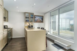 """Photo 2: 1011 5665 BOUNDARY Road in Vancouver: Collingwood VE Condo for sale in """"WALL CENTRE CENTRAL PARK"""" (Vancouver East)  : MLS®# R2458768"""