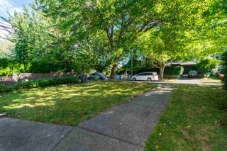 Photo 2: 1133 E 15TH Avenue in Vancouver: Mount Pleasant VE 1/2 Duplex for sale (Vancouver East)  : MLS®# R2493322