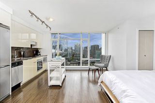 """Photo 5: 1806 161 W GEORGIA Street in Vancouver: Downtown VW Condo for sale in """"COSMO"""" (Vancouver West)  : MLS®# R2516379"""