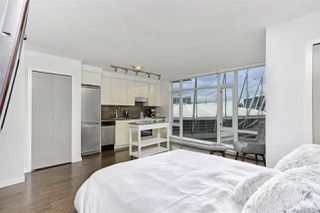 """Photo 2: 1806 161 W GEORGIA Street in Vancouver: Downtown VW Condo for sale in """"COSMO"""" (Vancouver West)  : MLS®# R2516379"""