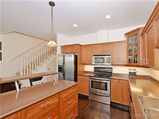 Photo 6: 2520 Cedar Hill Rd in VICTORIA: Vi Oaklands Half Duplex for sale (Victoria)  : MLS®# 697951
