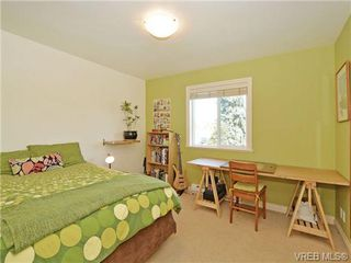 Photo 11: 2520 Cedar Hill Rd in VICTORIA: Vi Oaklands Half Duplex for sale (Victoria)  : MLS®# 697951