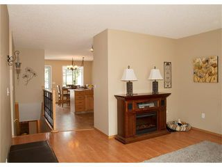 Photo 9: 8 105 ELM Place: Okotoks House for sale : MLS®# C4024142