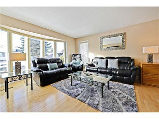 Photo 5: 2612 LAUREL Crescent SW in Calgary: Lakeview House for sale : MLS®# C4050066