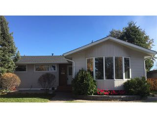 Photo 1: 2612 LAUREL Crescent SW in Calgary: Lakeview House for sale : MLS®# C4050066