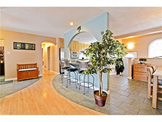 Photo 8: 2612 LAUREL Crescent SW in Calgary: Lakeview House for sale : MLS®# C4050066
