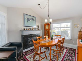 """Photo 10: 20 8555 209 Street in Langley: Walnut Grove Townhouse for sale in """"AUTUMN WOOD"""" : MLS®# R2038224"""