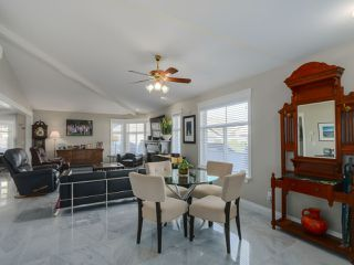 """Photo 8: 20 8555 209 Street in Langley: Walnut Grove Townhouse for sale in """"AUTUMN WOOD"""" : MLS®# R2038224"""