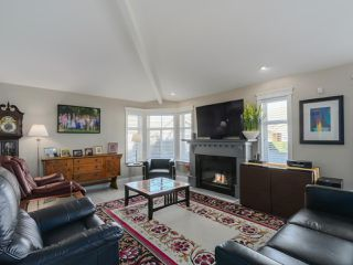 """Photo 7: 20 8555 209 Street in Langley: Walnut Grove Townhouse for sale in """"AUTUMN WOOD"""" : MLS®# R2038224"""