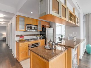 "Photo 6: 701 1483 HOMER Street in Vancouver: Yaletown Condo for sale in ""The WATERFORD"" (Vancouver West)  : MLS®# R2118154"