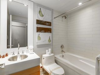 "Photo 13: 701 1483 HOMER Street in Vancouver: Yaletown Condo for sale in ""The WATERFORD"" (Vancouver West)  : MLS®# R2118154"