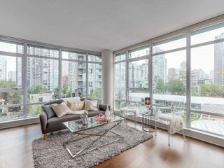 "Photo 2: 701 1483 HOMER Street in Vancouver: Yaletown Condo for sale in ""The WATERFORD"" (Vancouver West)  : MLS®# R2118154"
