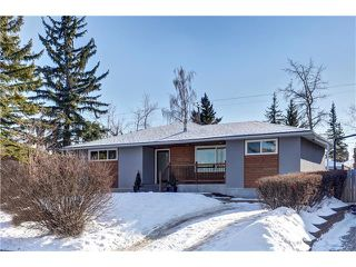 Photo 1: 179 WINDERMERE Road SW in Calgary: Wildwood House for sale : MLS®# C4103216