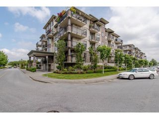 "Photo 1: 401 9060 BIRCH Street in Chilliwack: Chilliwack W Young-Well Condo for sale in ""THE ASPEN GROVE"" : MLS®# R2165217"