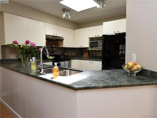 Photo 7: 305 853 North Park St in VICTORIA: Vi Central Park Condo for sale (Victoria)  : MLS®# 761865