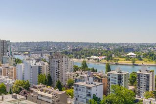 """Photo 2: 2105 1251 CARDERO Street in Vancouver: West End VW Condo for sale in """"THE SURFCREST"""" (Vancouver West)  : MLS®# R2190584"""