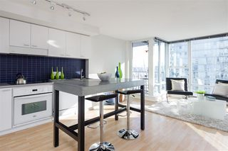 "Photo 9: 2707 131 REGIMENT Square in Vancouver: Downtown VW Condo for sale in ""SPECTRUM 3"" (Vancouver West)  : MLS®# R2198721"