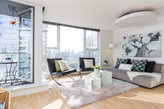 "Photo 2: 2707 131 REGIMENT Square in Vancouver: Downtown VW Condo for sale in ""SPECTRUM 3"" (Vancouver West)  : MLS®# R2198721"