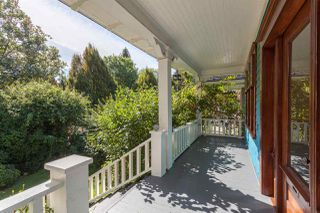 """Photo 2: 1423 E 11TH Avenue in Vancouver: Grandview VE House for sale in """"COMMERCIAL DRIVE"""" (Vancouver East)  : MLS®# R2213839"""