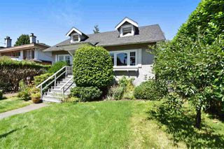 Photo 3: 2107 W 51ST Avenue in Vancouver: S.W. Marine House for sale (Vancouver West)  : MLS®# R2237001
