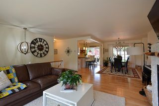 Photo 3: 1211 CAROL Place in Gibsons: Gibsons & Area House for sale (Sunshine Coast)  : MLS®# R2290934