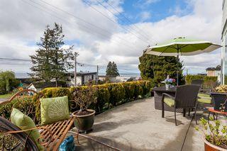 """Photo 10: 105 15131 BUENA VISTA Avenue: White Rock Condo for sale in """"BAY POINTE"""" (South Surrey White Rock)  : MLS®# R2357052"""