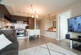 Photo 4: 2105 570 EMERSON Street in Coquitlam: Coquitlam West Condo for sale : MLS®# R2374482