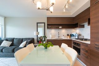 Photo 2: 2105 570 EMERSON Street in Coquitlam: Coquitlam West Condo for sale : MLS®# R2374482