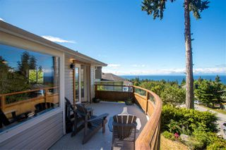 """Main Photo: 506 OCEANVIEW Drive in Gibsons: Gibsons & Area House for sale in """"WOODCREEK PARK"""" (Sunshine Coast)  : MLS®# R2382912"""