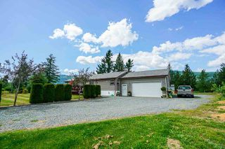 Photo 2: 41521 HENDERSON Road: Columbia Valley House for sale (Cultus Lake)  : MLS®# R2383034