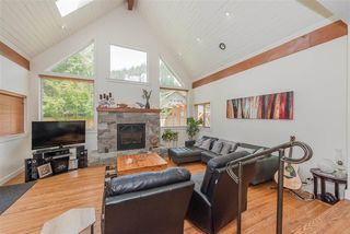 Photo 2: 1719 VISTA Crescent in Squamish: Hospital Hill House for sale : MLS®# R2386040