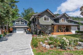 Photo 1: 1719 VISTA Crescent in Squamish: Hospital Hill House for sale : MLS®# R2386040