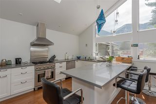 Photo 19: 1719 VISTA Crescent in Squamish: Hospital Hill House for sale : MLS®# R2386040