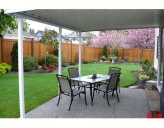 Photo 2: 20499 97A Avenue in Langley: Walnut Grove House for sale : MLS®# F2907951