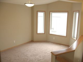 Photo 2: 211 Southview Crescent in Winnipeg: Single Family Detached for sale : MLS®# 1221317