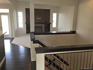 Photo 2: 11 GREENSTONE Bay in Winnipeg: Residential for sale : MLS®# 1500824